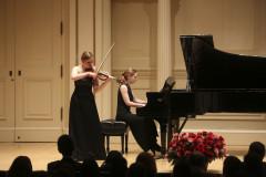Oriana Masternak (skrzypce)/Kristina Raczyńska (fortepian) - Weill Recital Hall/Carnegie Hall, Nowy Jork, USA, 19.12.2015 r., fot. Richard Termine